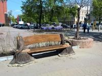 скамейка с мопсом 2