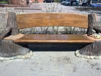 скамейка с мопсом